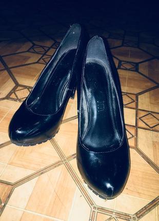 Туфли на каблуке. размер 37-38