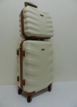 Чемодан с косметичкой карбоновый wings - кремовый.
