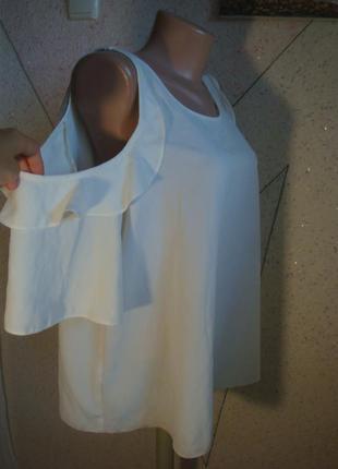 Красивая блуза с открытыми плечами и укороченной спинкой. размер 14-18