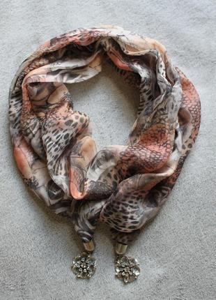 Красивый лёгкий  шарфик с подвесками и стразами