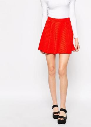 Красная мини-юбка солнце