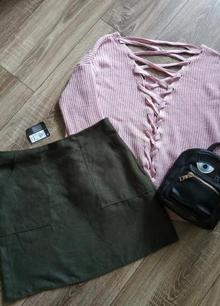 Стильная юбка  хаки с карманами.