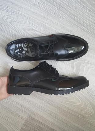 Новые kickers кожаные туфли ботинки 41/42 размер черные унисекс