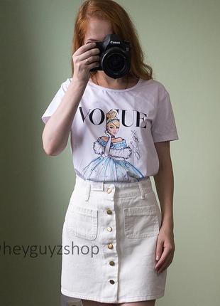 Белая футболка vogue с принтом надписью с рисунком disney дисней оверсайз свободная