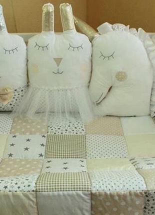 Комплект в кроватку, с фигурными бортиками на 4 стороны  постель   лоскутное одеяльце
