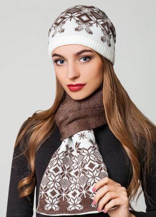 Красивый комплект шапка и шарф