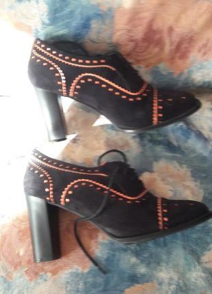 Замшевые туфли на устойчивом каблуке