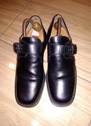 Фирменные кожаные туфли 41 р venturini