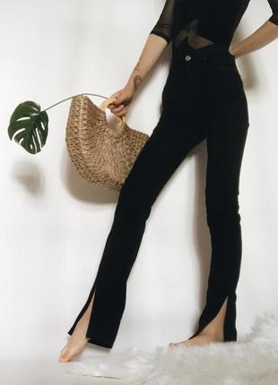 Идеальные черные джинсы с разрезами снизу от acne