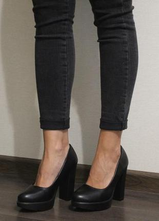 Женские черные туфли на толстом каблуке 11см. из эко-кожи