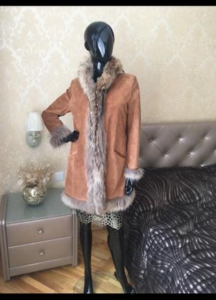 Замшевое пальто италия с мехом енота, размер 46