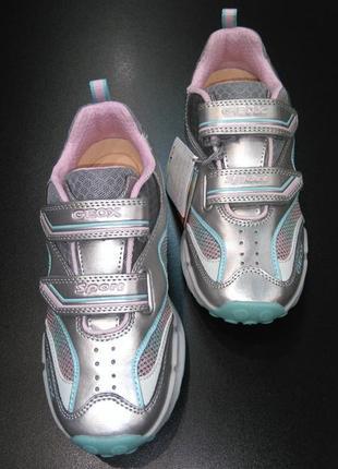 Кроссовки со светодиодами с уникальной запатен. технологией geox respira, р. 33 (21,5 см.)