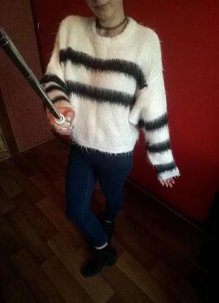 Крутой,пушистый оверсайз свитер с объемными рукавами и опущенным плечевым швом