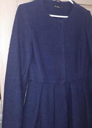 Стильное пальто-платье без воротника