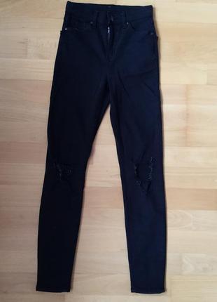 Модные джинсы topshop moto с рваными коленями