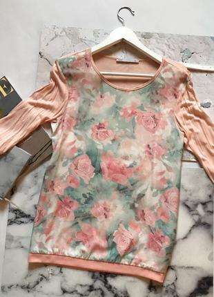 Красивая кофта в цветочный принт