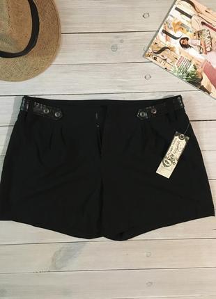 Чёрные шорты с кожаными вставками