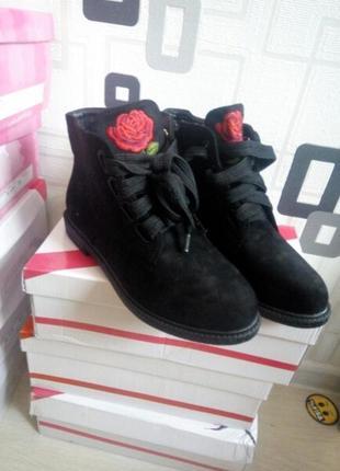 Ботинки с вышивкой на осень