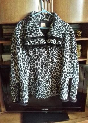 Стильная меховая курточка.
