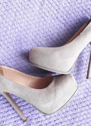 Туфли замшевые! высокий каблук стелька 23.5 см