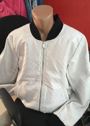 Куртка белая еко кожа c&a