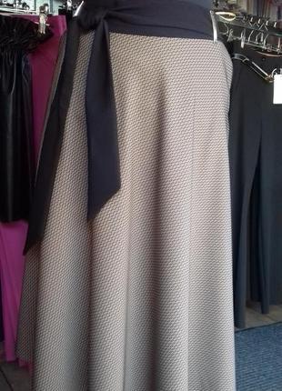 Эффектная юбка миди для пышных девушек
