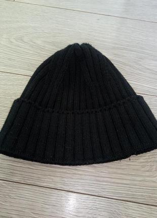 Тепла зимова чоловіча шапка