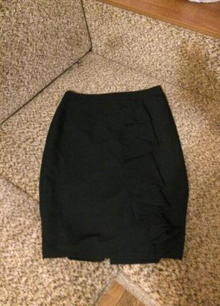 Стильная чёрная юбка миди с воланом