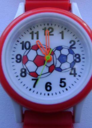 Очень красочные детские часы футбол