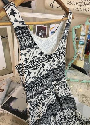Классное платье h&m с геометрическим узором