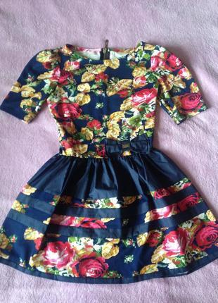 Платье с принятом роза