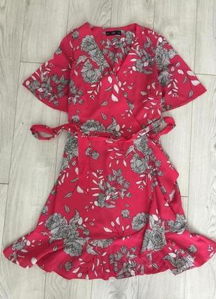 Трендовое платье с рюшками на запах