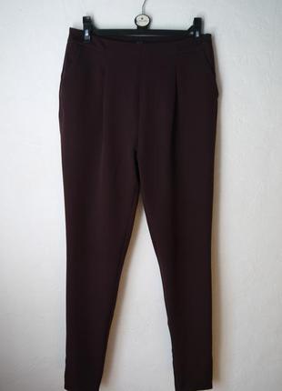 Зауженые к низу брюки на высокий рост