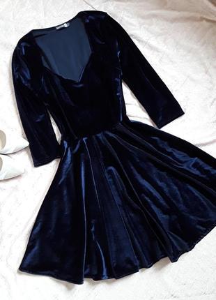 Трендовое бархатное платье мини цвета синий пион boohoo