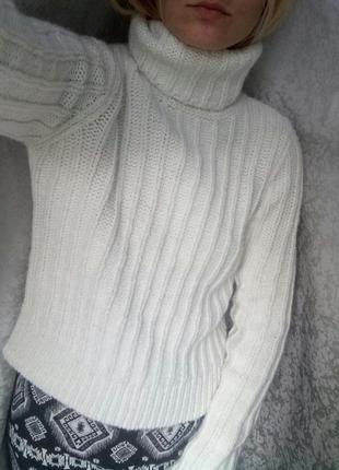 Молочный свитер