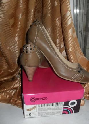 Туфли на среднем каблуке.2