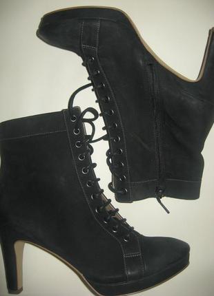 Стильные кожаные ботинки на каблуке ( размер 39)