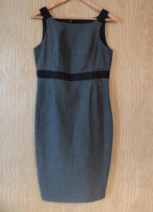 Платье чехол футляр миди без рукава офисное мелкий горошек серое черное колена минимализм