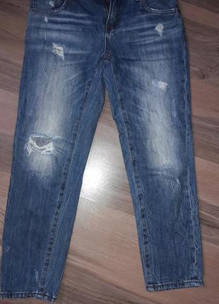 Cтильные рванные укороченные джинсы