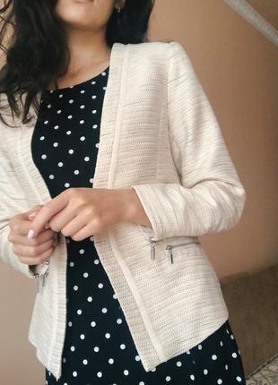 Красивый пиджак с люрексом