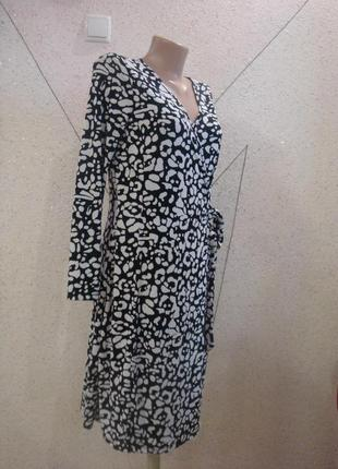 Красивое платье на запах с пояском. размер 10-12