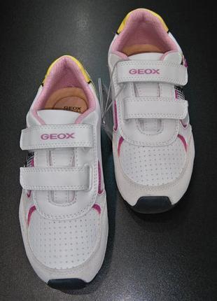 Кроссовки со светодиодами с уникальной запатен. технологией geox respira, р. 32 (20,5 см.)
