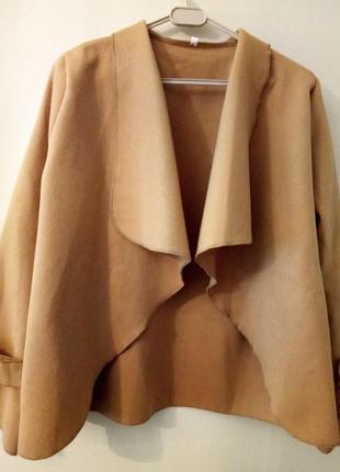 Трендовые укороченное пальто-кейп