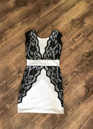 Бандажное платье с кружевом. мини