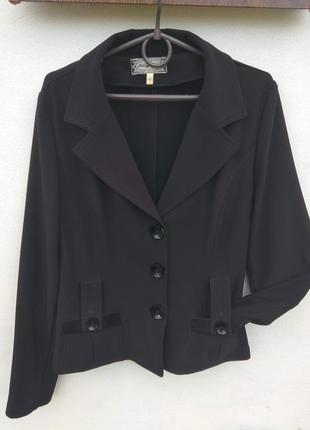 Красивый черный пиджак, жакет