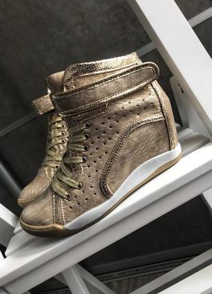 Сникерсы(кроссовки) на платформе