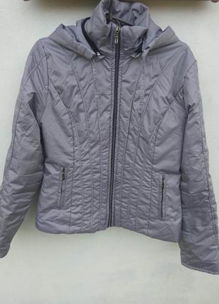 Хорошая тоненькая серая куртка, матовая