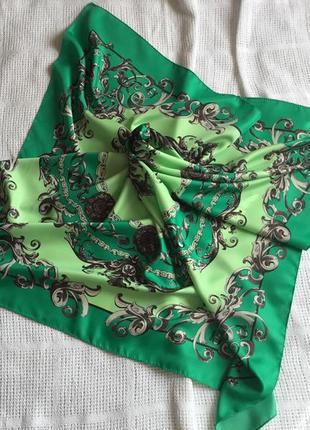 Шикарный платок в красивый орнамент
