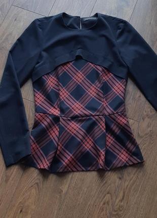 Теплая блуза в клетку с баской,