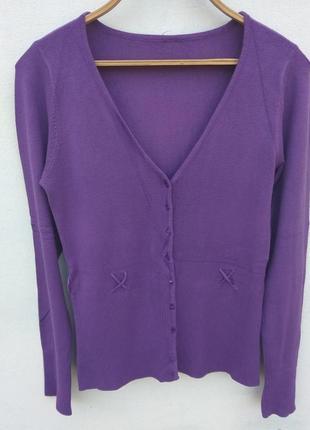 Красивая фиолетовая кофта на пуговицах